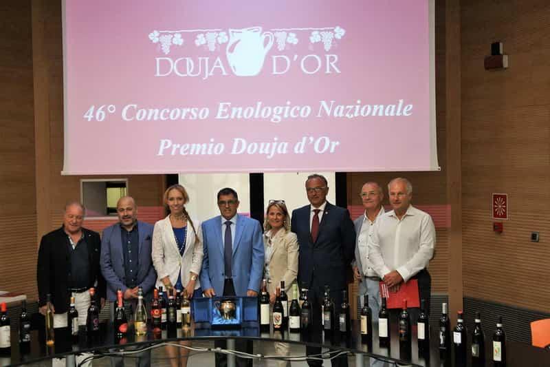 Приз - Золотой кувшин Фестиваля вина Douja d'Or в Асти